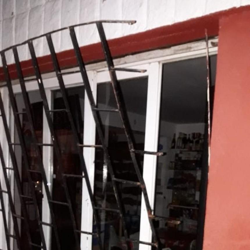 San Luis: un mayor y dos adolescentes fueron demorados por sustraer elementos en un comercio