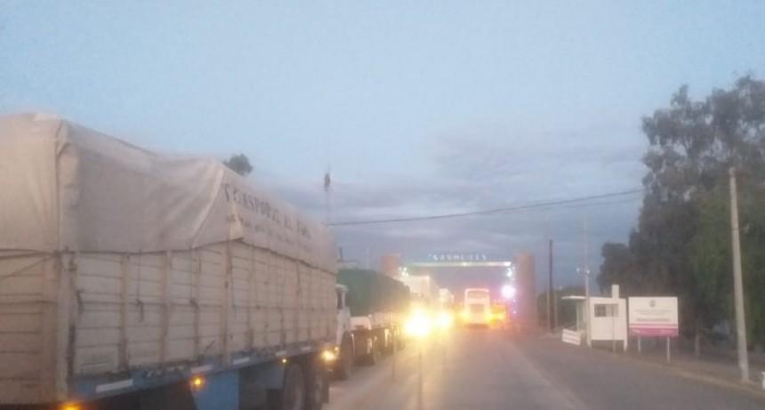 Hasta que Mendoza no habilite el tránsito de camiones internacionales, San Luis no permitirá el ingreso de los mismos por Justo Daract
