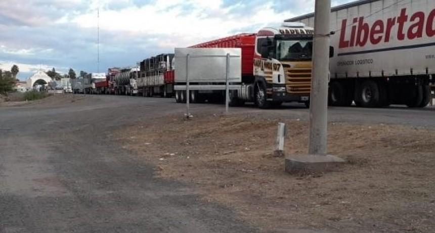 Mendoza ya permite el paso de camiones por el puesto límitrofe de Desaguadero