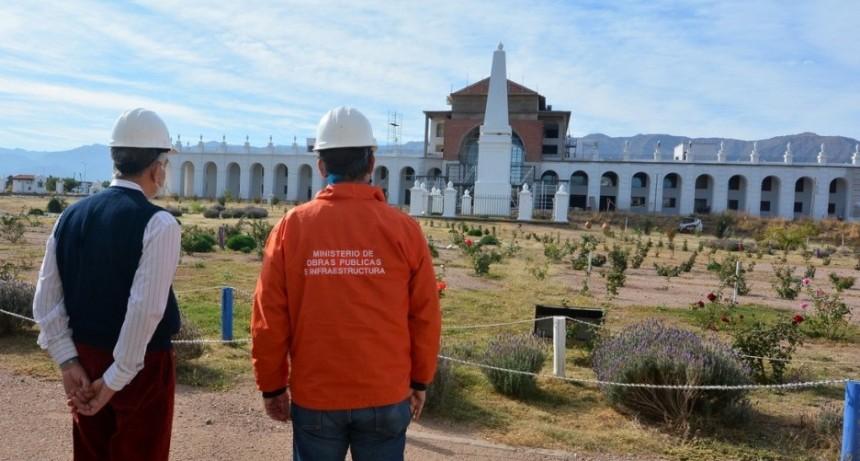 El gobernador supervisó el avance de obra de la réplica de La Recova