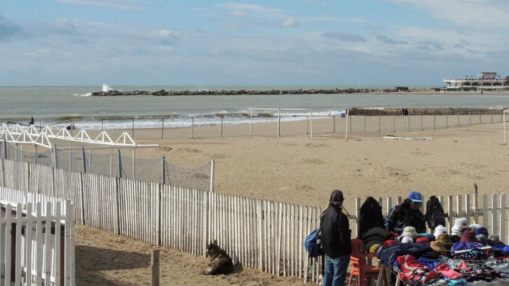 Encontraron el cadáver de una mujer flotando frente a la playa Bristol de Mar del Plata