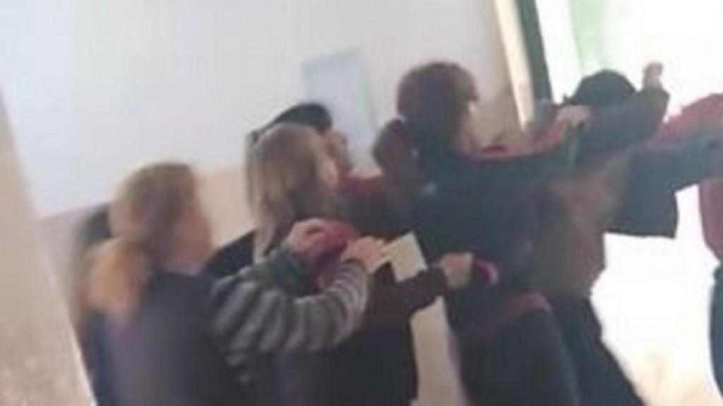 Madres atacaron a docente al que acusaron de manosear a sus hijas