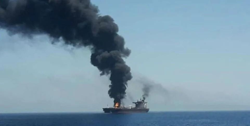 Tensión en el Golfo de Omán: atacan dos barcos petroleros