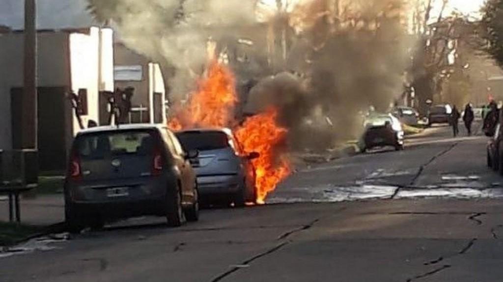 Un hombre se quedó dormido con la calefacción prendida y se le incendió el auto en Mar del Plata