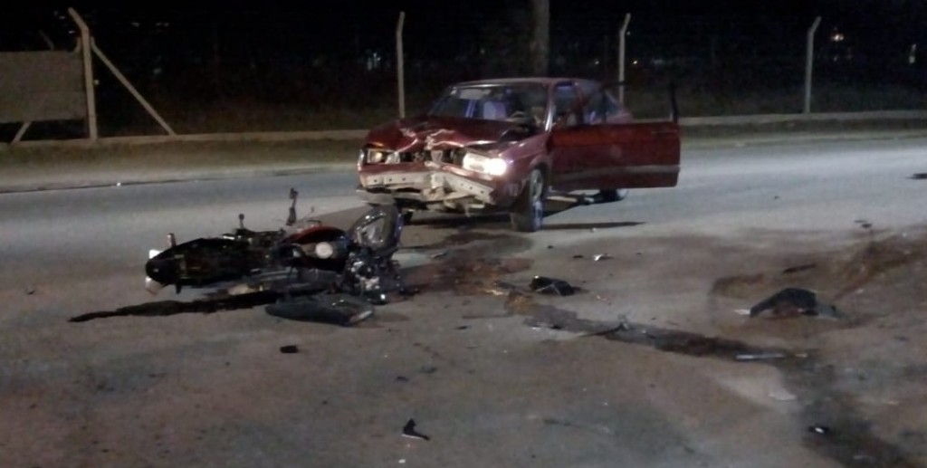 San Luis: una moto y un auto chocaron en la Avenida Riobamba