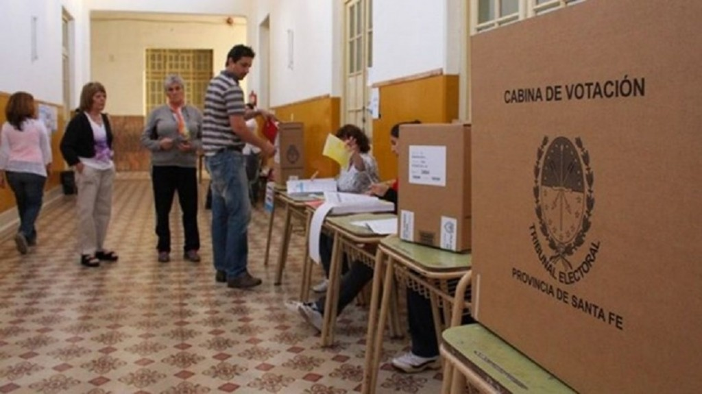 El Gobierno redujo a la mitad los espacios partidarios en radio y TV para la campaña electoral