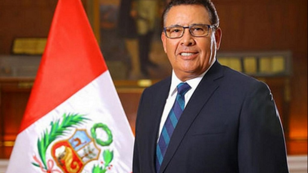 Murió de un paro cardíaco José Huerta Torres, ministro de Defensa de Perú