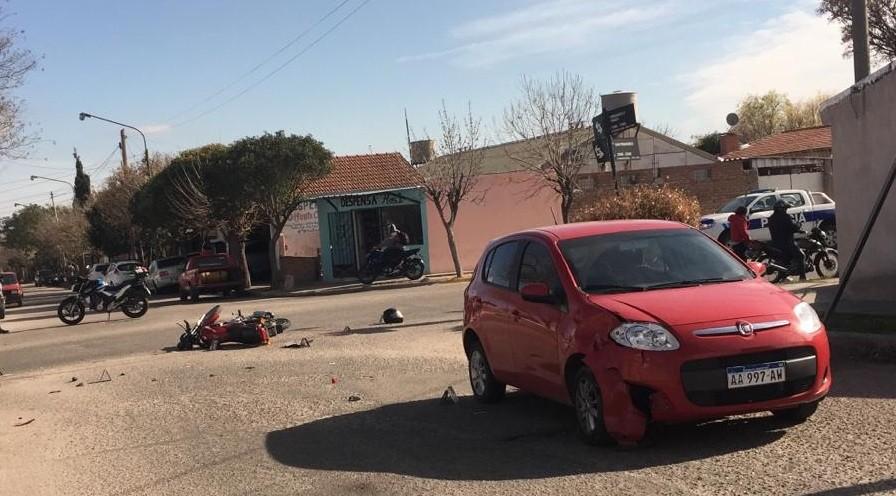 San Luis: un auto y una moto protagonizaron un accidente de tránsito