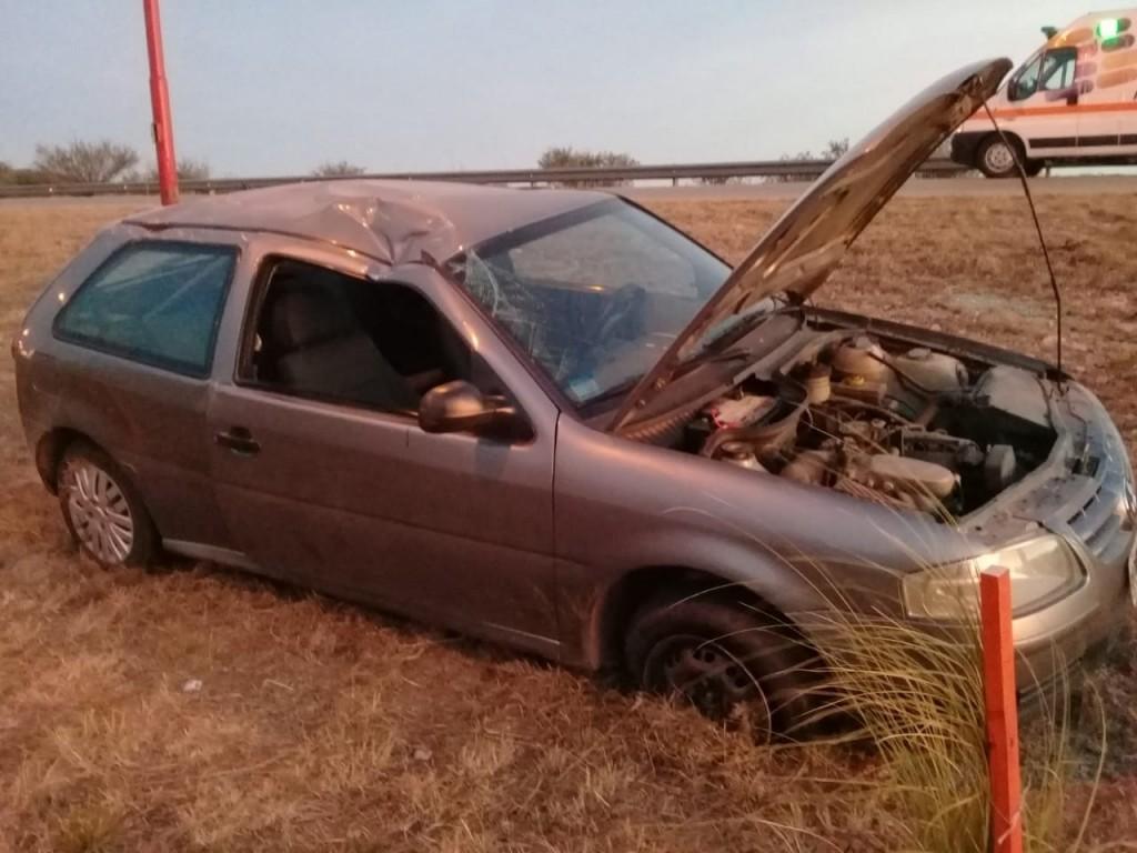 San Luis: un auto volcó en la autopista de las Serranías Puntanas