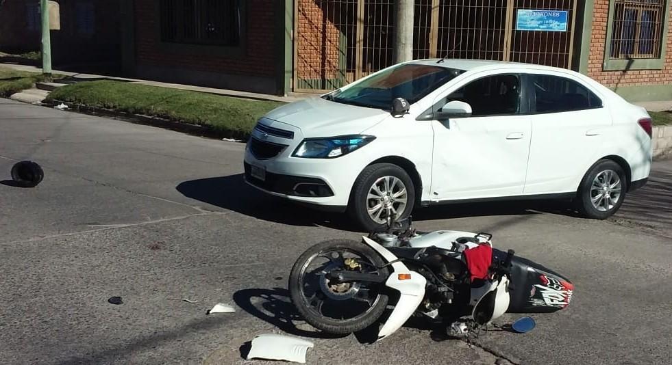 San Luis: una moto y un auto chocaron en Avenida Riobamba