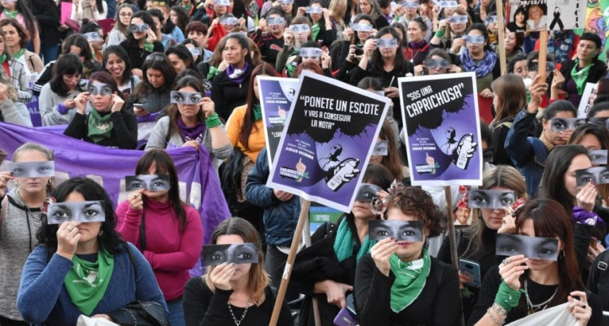 Por quinto año consecutivo, decenas de miles de mujeres gritan Ni una menos