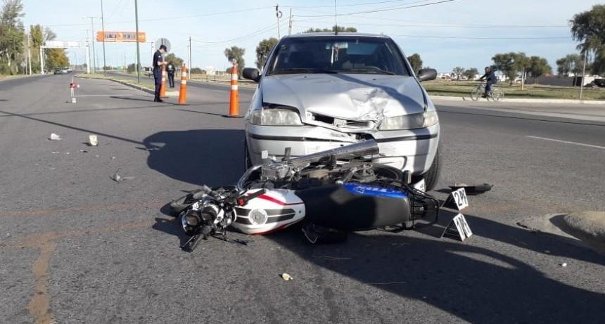San Luis: un auto y una moto chocaron en el ingreso al barrio Serranias Puntanas