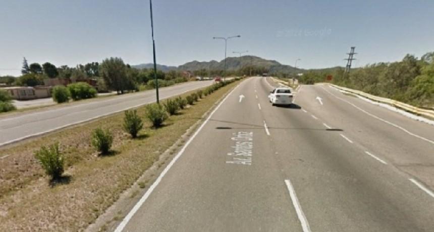 San Luis: un motociclista perdió el control del rodado y cayó en el asfalto de la Avenida Santos Ortiz