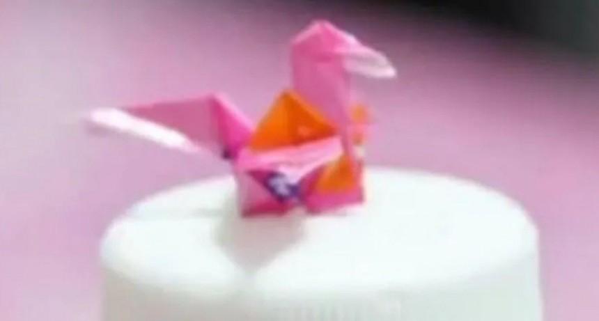Joven con parálisis cerebral hace origami con la boca y sorprende al mundo