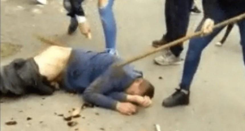 Lo acusaron de violar a una vecina, le dieron brutal paliza y lo empalaron