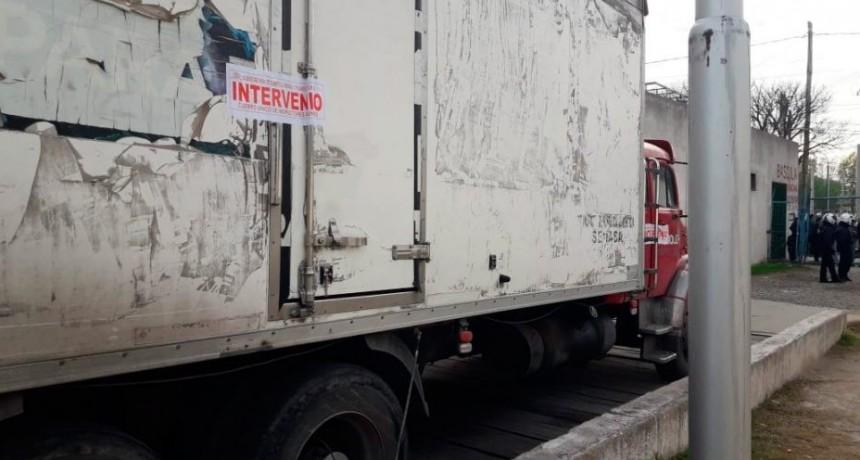 La municipalidad decomisó un camión que venía de Mendoza a vender verdura con el sello de Sol Puntano y sin control bromatológico