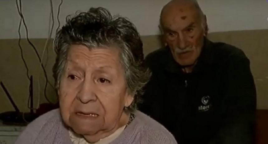 Rosario: una pareja de jubilados fue abandonada en un bar por uno de sus hijos