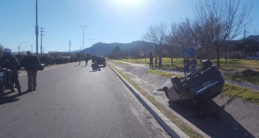 San Luis: una motociclista chocó a una camioneta por mirar otro choque