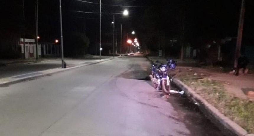 San Luis: un motociclista esquivó a un perro que se le cruzó en el camino, cayó al asfalto y terminó internado