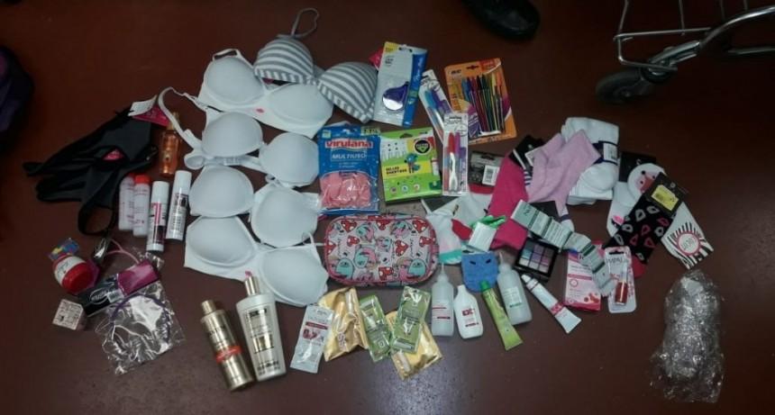 San Luis: una mujer fue demorada por robar ropa en el Wallmart junto a una niña de 11 años