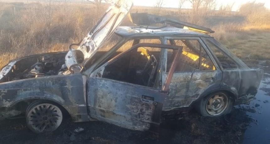 La Toma: un auto se incendió en la Ruta 2