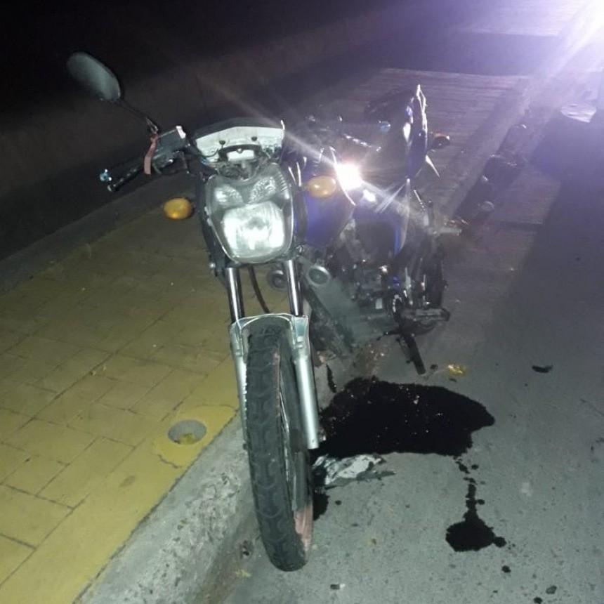 San Luis: un motociclista chocó contra un rollo de cableado y terminó en el hospital