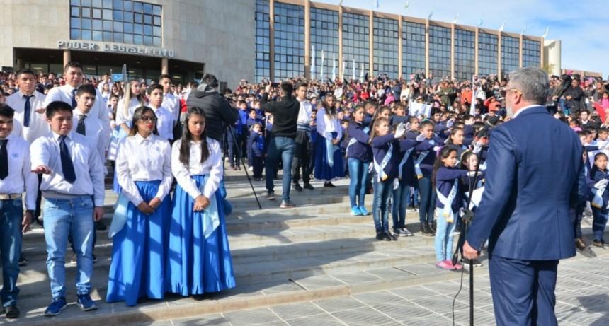 Alumnos de las escuelas de San Luis prometieron la Bandera en la Legislatura