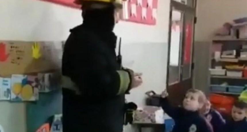 Bombero fue a dar charla a jardín y un nene lo increpó por el apagón