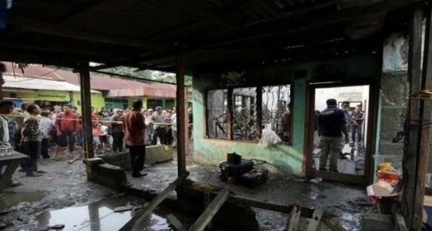 Ardió fábrica de fósforos y murieron 30 personas