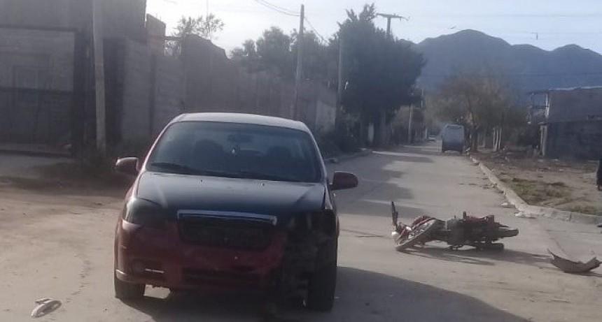 San Luis: un auto y una moto protagonizaron un accidente en el barrio Eva Perón