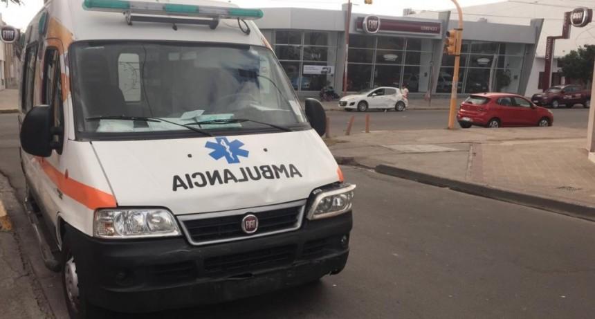 San Luis: una ambulancia y un auto chocaron en Avenida España