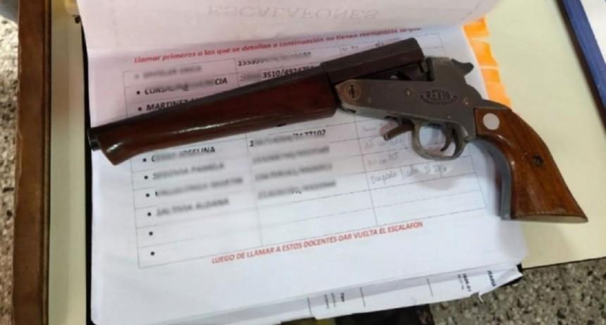 Una alumna de 12 años fue al colegio con una pistola y amenazó a sus compañeros