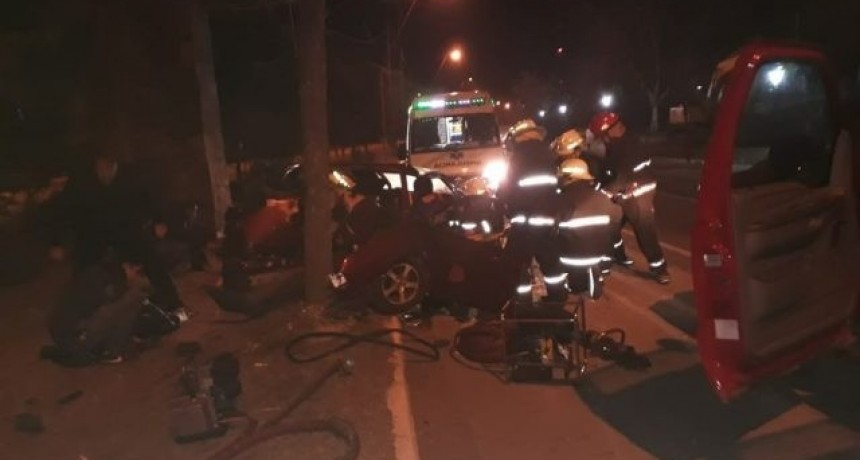 San Luis: un auto en el cual viajaban 5 jóvenes chocó en el ingreso a Juana Koslay
