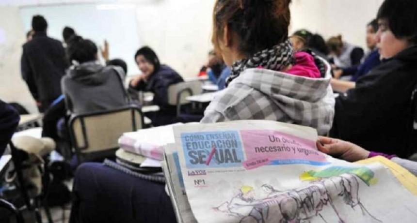Tras una clase de Educación Sexual Integral, diez chicas denunciaron a un profesor por acoso