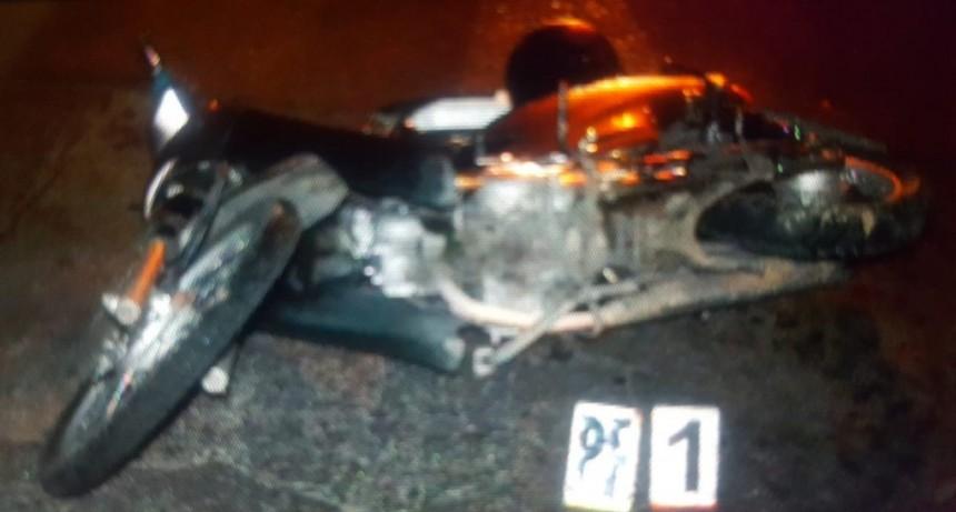 San Luis: motociclista se comió un bache y terminó cayendo al asfalto