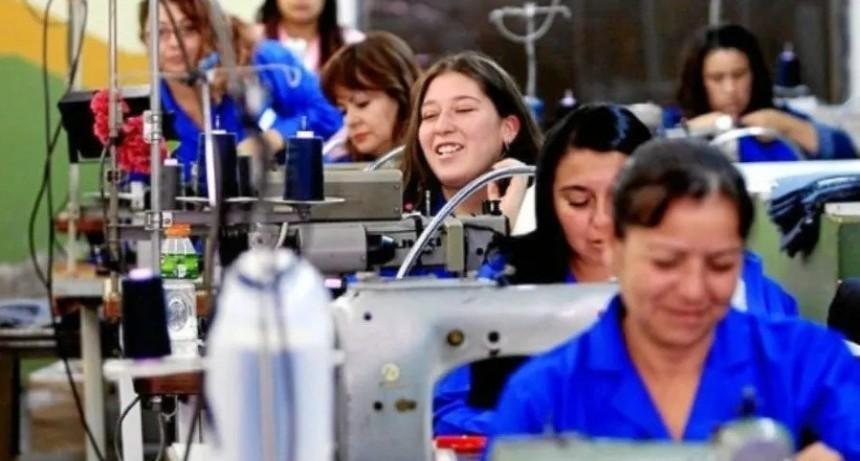Confirmado: las mujeres trabajan más que los hombres