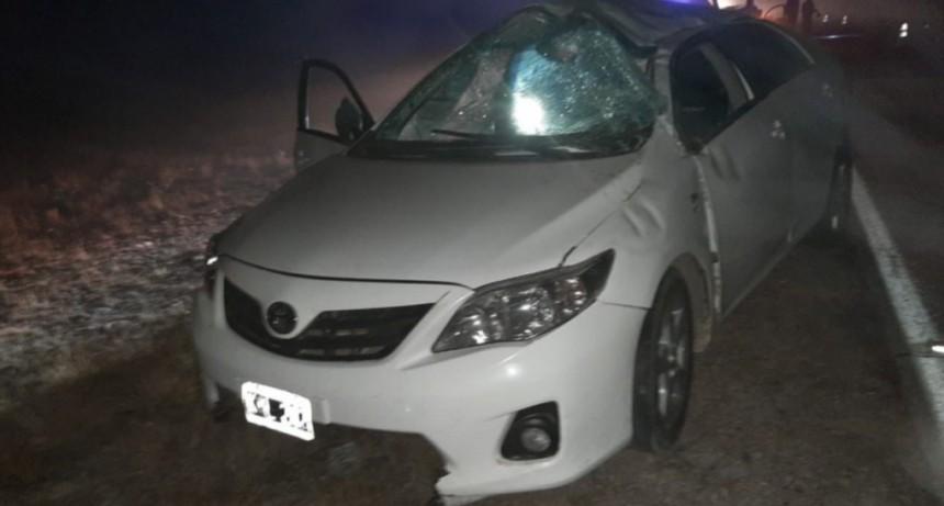 La Toma: una persona terminó internada luego de volcar con su auto