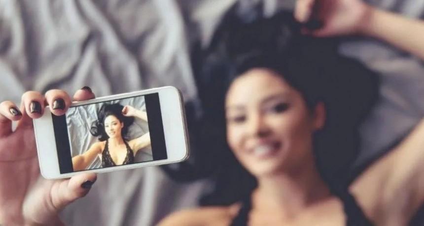 Sexting: Más de la mitad de las argentinas tienen conversaciones