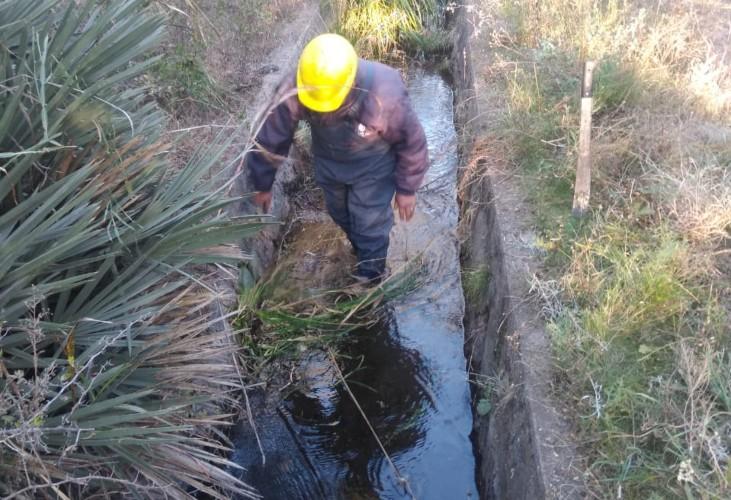 San Luis Agua limpió el canal que provee al acueducto San Miguel Balcarce