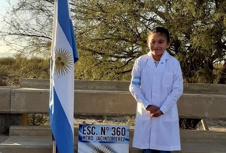 Una alumna del paraje Las Lagunitas prometió la bandera ante el presidente de la Nación