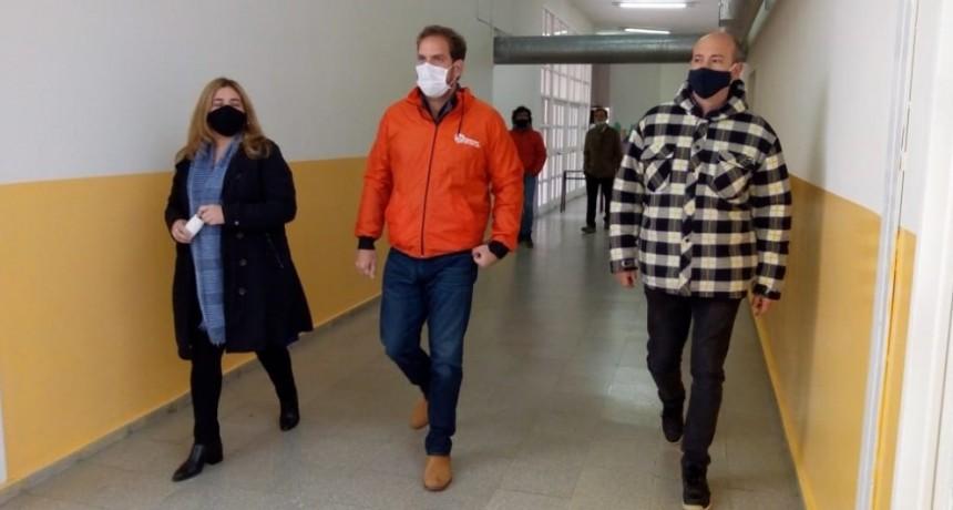 La puesta a punto de las escuelas públicas de la provincia no se detiene a pesar de la pandemia