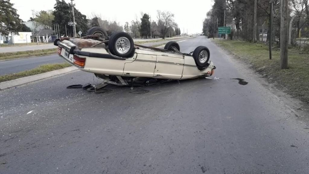 Villa Mercedes: un auto volcó en la Ruta Costanera Sur