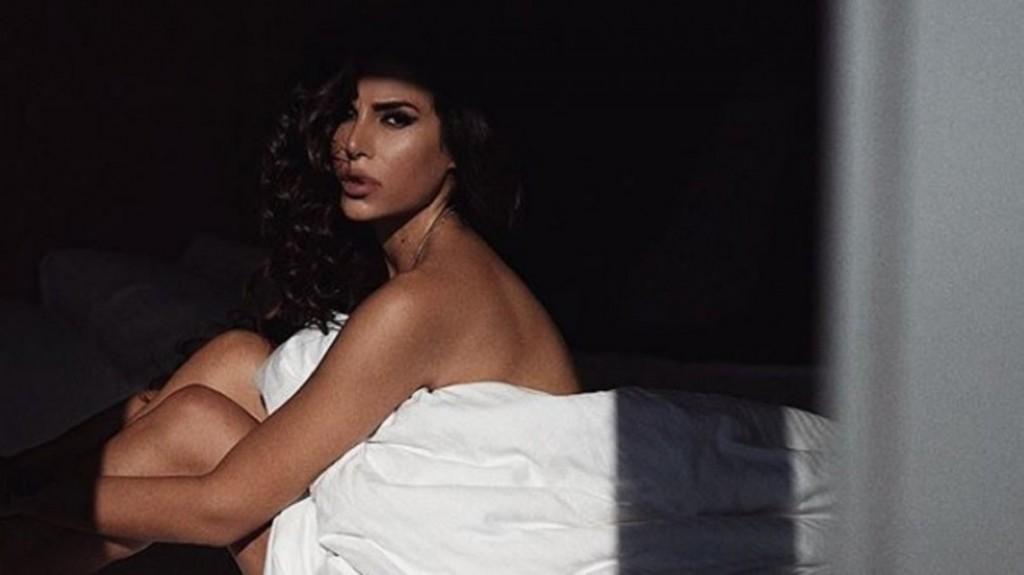 Huyó de Irán para que no la maten por posar en ropa interior, fue indigente y ahora triunfa como modelo