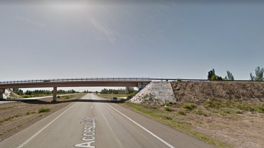 Mendoza: conductor de un taxi de San Luis murió tras un vuelco en la Ruta Nacional 7