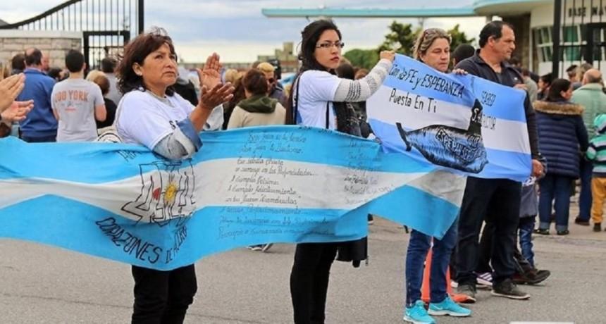 Familiares de los tripulantes del ARA San Juan pedirán que la causa judicial se divida en dos partes