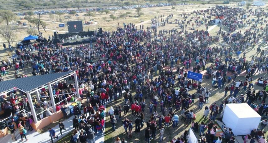 Una multitud siguió de cerca al eclipse solar en el Parque Astronómico La Punta