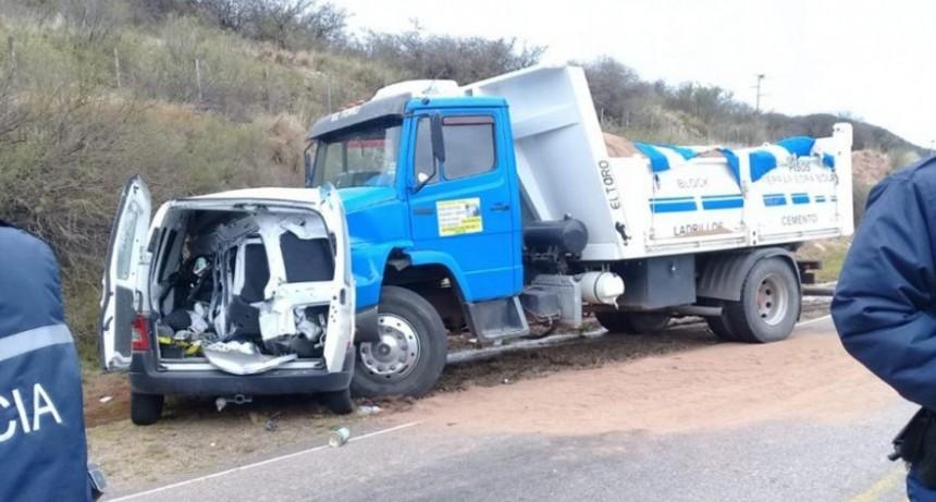 San Luis: Accidente fatal; un hombre perdió la vida tras el choque entre una camioneta y un camión en Avenida del Portezuelo