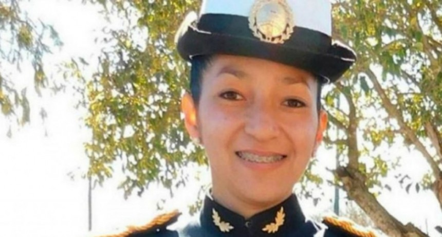 Obligaban a una policía a bañarse con agua fría en el cuartel: murió de neumonía