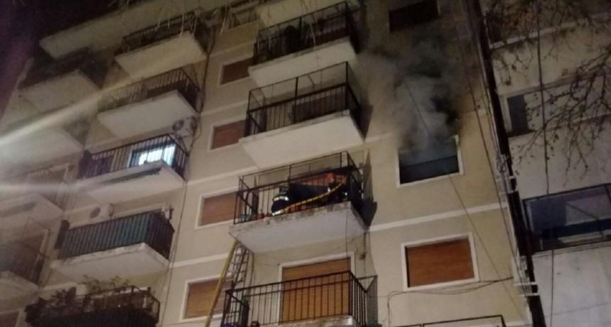 Una anciana discapacitada murió atrapada en un incendio en su departamento