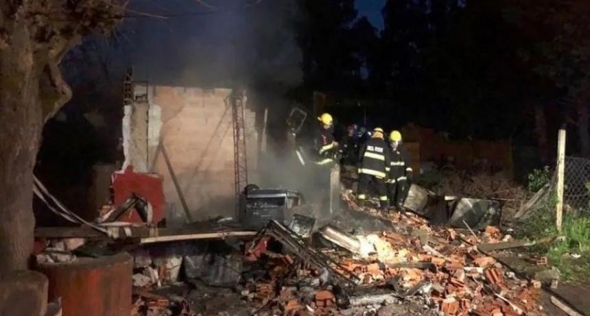 Dejaron solos a sus 7 hijos para irse al boliche: se incendió la casa y murieron 5